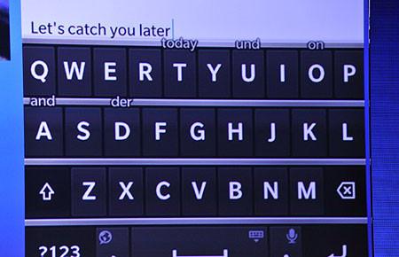 1359657481_blackberry-10-klavye-detay.jpg