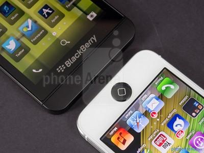 1360239009_blackberry-z1-vs-apple-iphone-5-007-kopyala.jpg