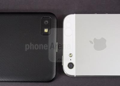 1360239088_blackberry-z1-vs-apple-iphone-5-010-kopyala.jpg