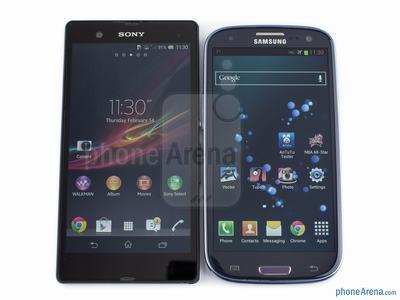 Tasarım olarak telefonlar benzer ekran büyüklüklerine sahip olarak