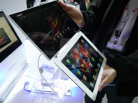 1361971475_sony-xperia-tablet-z-vs-apple-ipad-first-look-1.jpg