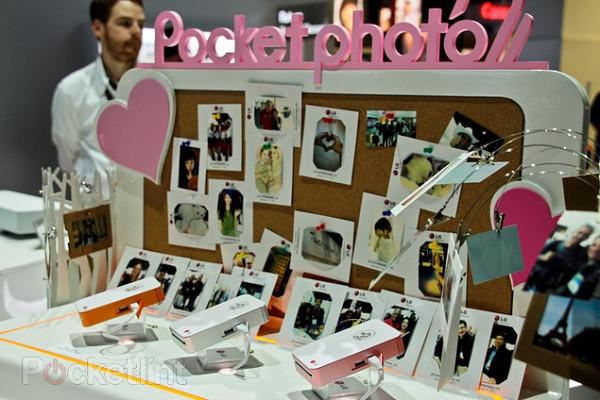 1362341591_lg-pocket-photo-android-printer-hands-on-16.jpg