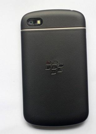 1363025810_blackberry-q10-prototip-110313.jpg