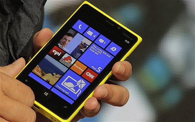 1364755390_lumia9202330131b.jpg