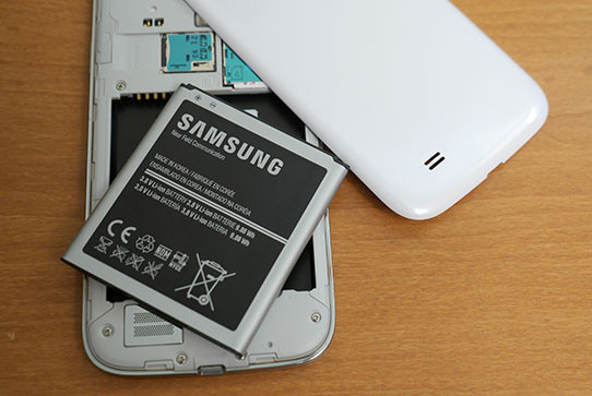 1366838064_samsung-galaxy-s4-battery-cover-aa.jpg