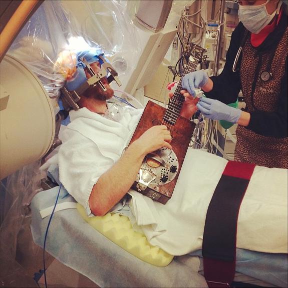 1369472117_brain-surgery-live-social-media.png