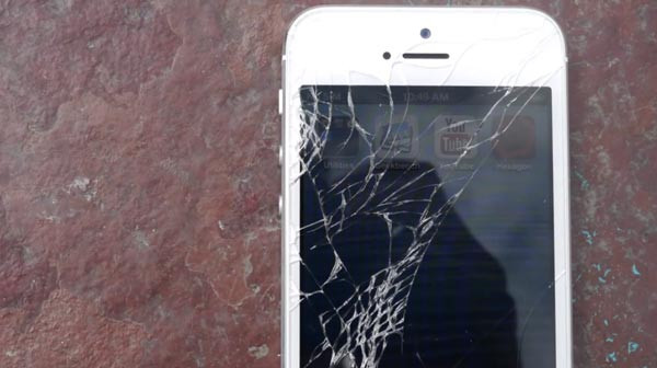 1370198349_htc-one-vs-iphone-5-drop-test-smash.jpg