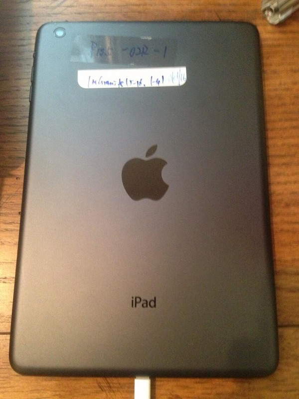 1371466528_new-ipad-prototype-leaks-out-alongside-cases-hinting-at-a-slimmer-tablet.jpg