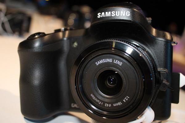 1372000326_samsung-galaxy-nx-by-hdblog-15.jpg