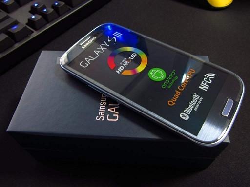 1374495459_samsung-galaxy-s4-cikinca-galaxy-s3-ucuzlayacak-mi.jpg