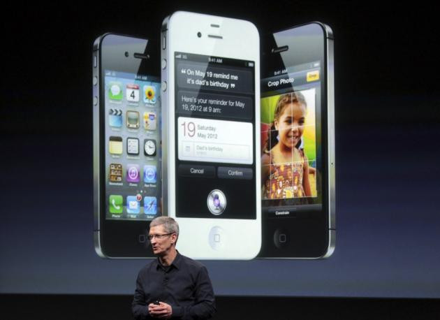 1374745908_168858-apple-ceo-tim-cook-speaks-in-front-of-an-image-of-an-iphone-4s-at-appl.jpg