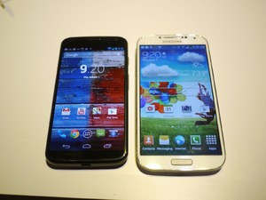 1375539817_motorola-moto-x-vs-samsung-galaxy-s4-first-look.jpg