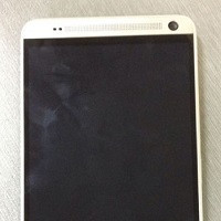 1375669547_purported-images-of-htc-one-max-leaked.jpg