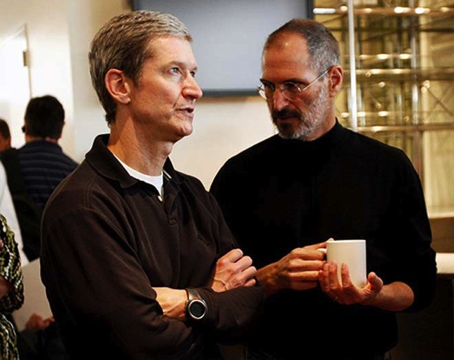 1377423432_tim-cook-steve-jobs.jpg