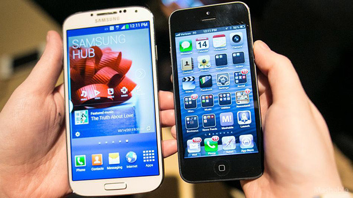 1377697696_galaxy-s-4-vs-iphone.jpg