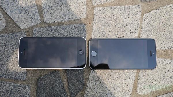 1379682062_iphone5c-vs-iphone5s-front-cement-13-aa-kopyala.jpg