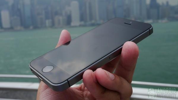 1379682111_iphone5s-in-hand-front-side-hk-1-aa-kopyala.jpg