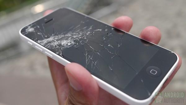 1379682120_iphone-5c-droptest-3-results-cracked-screen-3-aa-kopyala.jpg