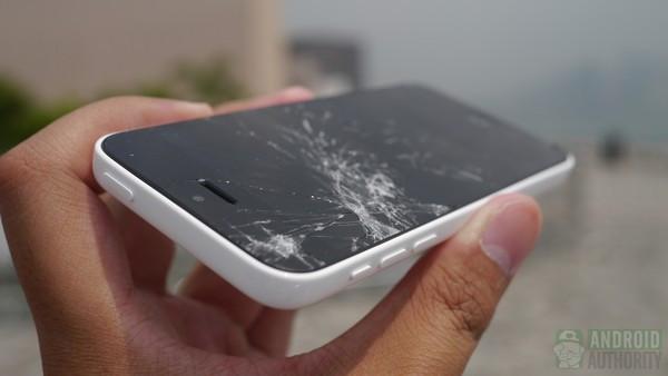 1379682153_iphone-5c-droptest-3-results-cracked-screen-9-aa-kopyala.jpg