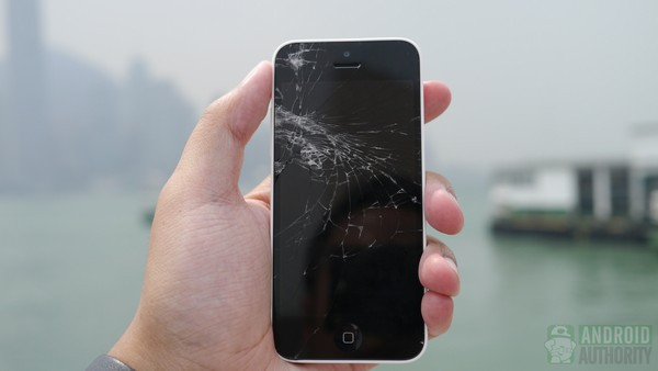 1379682164_iphone-5c-drop-test-results-front-screen-in-hand-3-aa-kopyala.jpg
