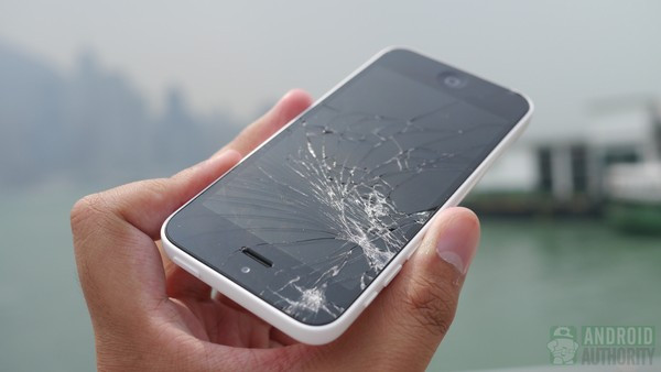 1379682187_iphone-5c-drop-test-results-front-screen-in-hand-6-aa-kopyala.jpg