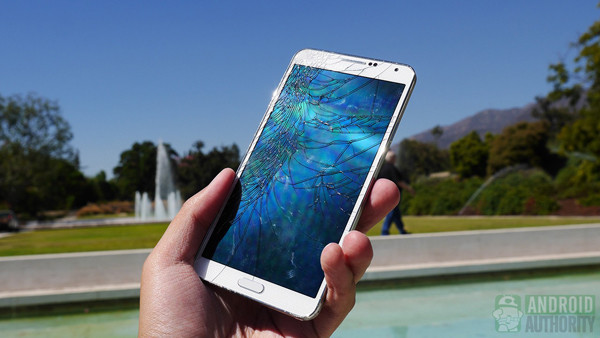 1380446397_samsung-galaxy-note-3-drop-test-cracked-screen-aa-5.jpg