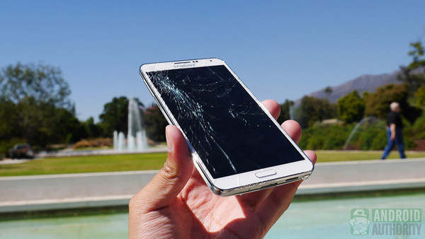 1380446412_samsung-galaxy-note-3-drop-test-cracked-screen-aa-6.jpg