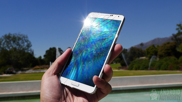 1380446452_samsung-galaxy-note-3-drop-test-cracked-screen-aa-8.jpg