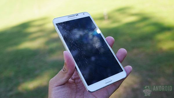 1380446464_samsung-galaxy-note-3-drop-test-cracked-screen-aa-9.jpg