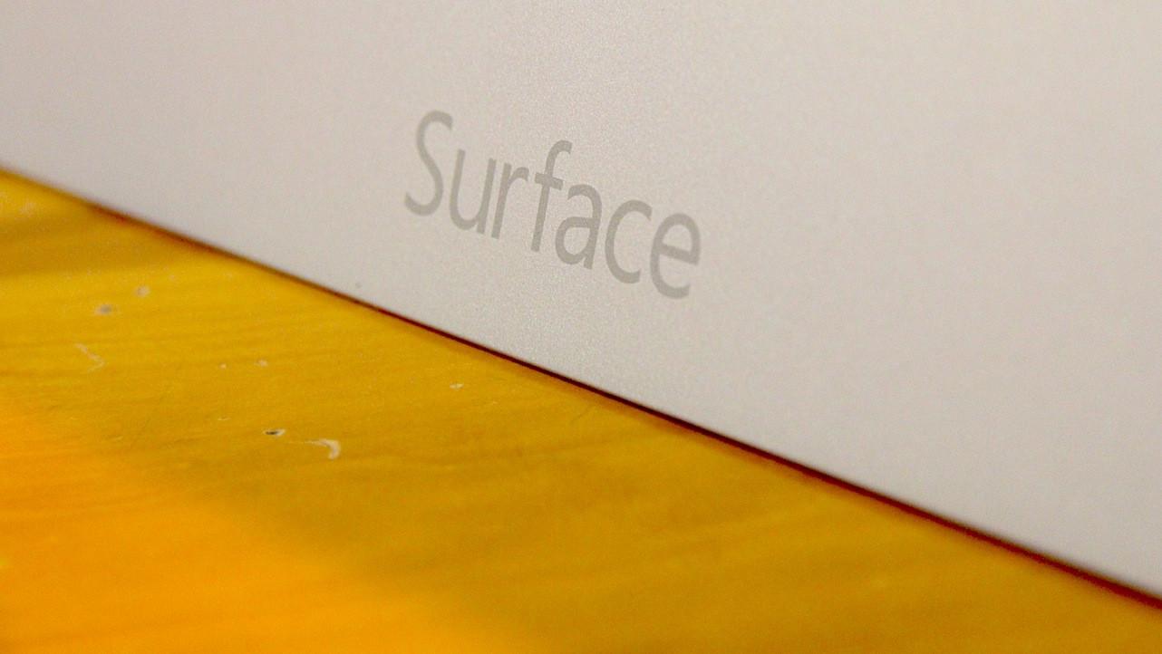 1381673218_surface2handson4.jpg