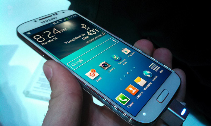 1381709025_samsung-galaxy-s4-front-angled.jpg