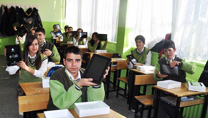 1384170122_fatih-projesi-yozgat-iki-okulda-uygulanmaya-basladi-1.jpg