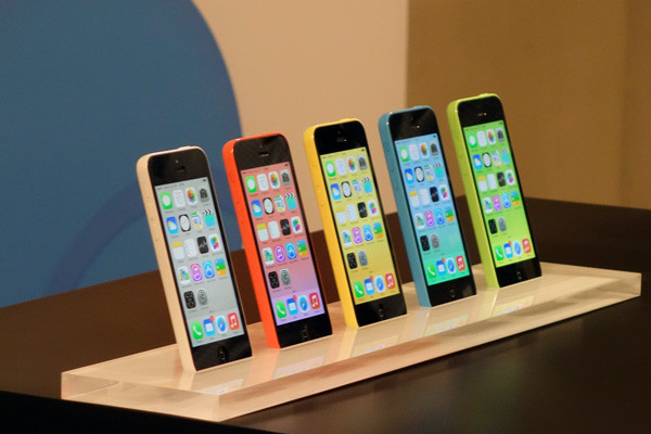 1384769835_iphone-5c-front-colours.jpg