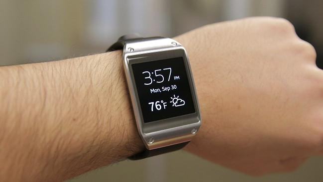 1391025660_samsung-galaxy-gear-home-screen.jpg