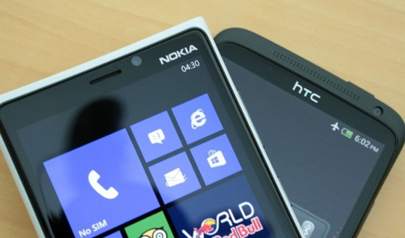 1391410721_nokia-lumia-920-vs-htc-one-x-2.jpg