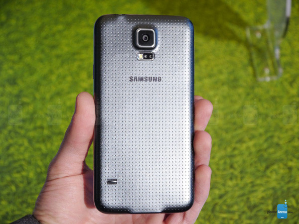 1393276521_samsung-galaxy-s5-hands-on-images-003.jpg