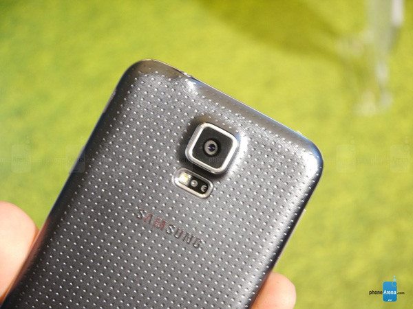 1393276548_samsung-galaxy-s5-hands-on-images-004.jpg