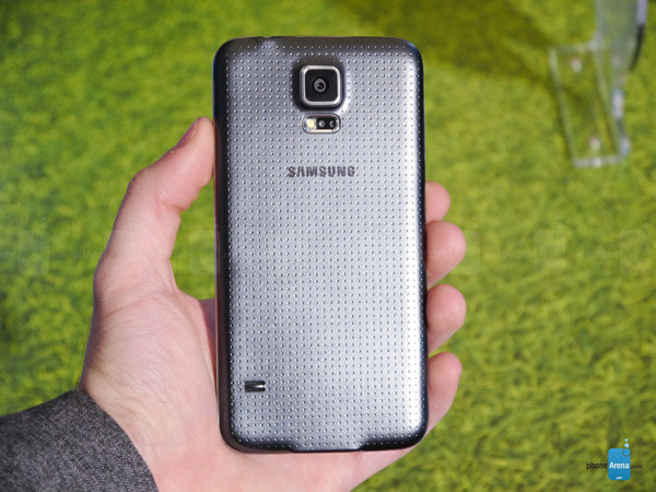 1393276605_samsung-galaxy-s5-hands-on-images-010.jpg