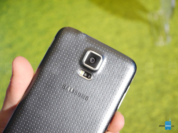 1393276619_samsung-galaxy-s5-hands-on-images-011.jpg