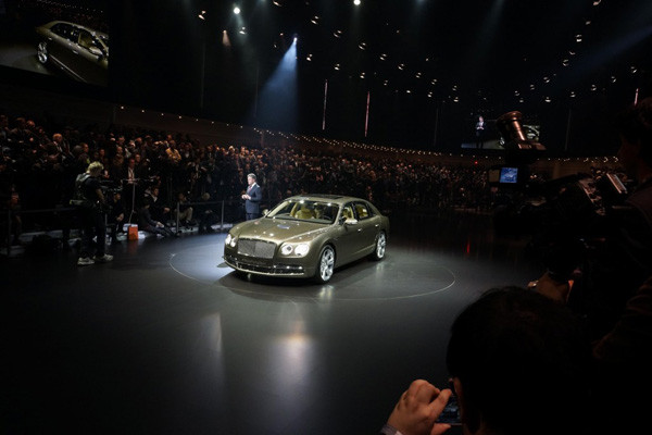 1394472561_2014-bentley-flying-spur-2013-geneva-motor-show100420952l.jpg