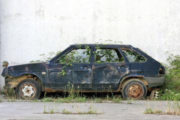 1395233305_abandoned-car-shst.jpg