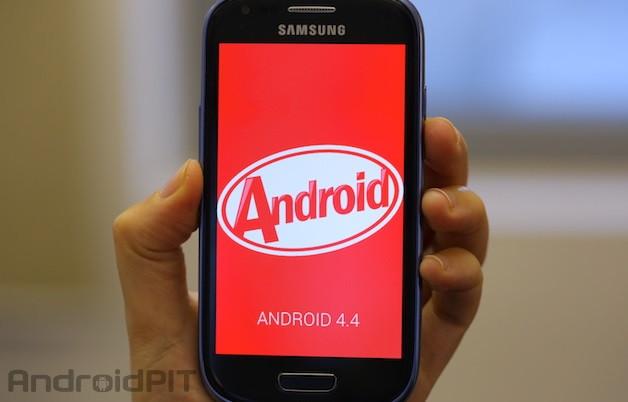 1399989245_android-4-4-samsung-galaxy-s3-mini-2.jpg