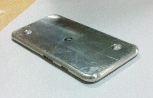 1400834421_iphone6mold1.jpg