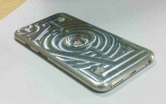 1400834435_iphone6mold2.jpg