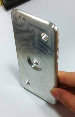 1400834446_iphone6mold3.jpg