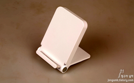 1400938806_wireless-charger-for-the-lg-g3-is-unique.jpg