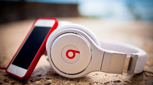1401274268_ibeats-beats-by-jobs-apple-wants-to-buy-beats-audio-for-3.2-billion.jpg