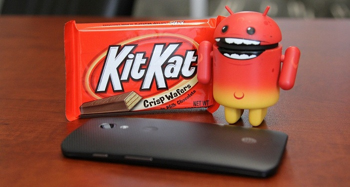 1401949244_android-kitkat-red-mascot-standing-moto-x.jpg