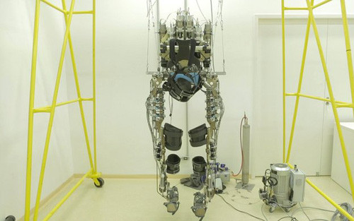 1402863336_robotic-suit-2.jpg