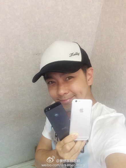 1403774661_taiwanese-star-jimmy-lin-with-alleged-iphone-6-dummy.jpg